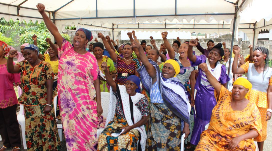 Mujeres en un taller de empoderamiento en Tanzania.